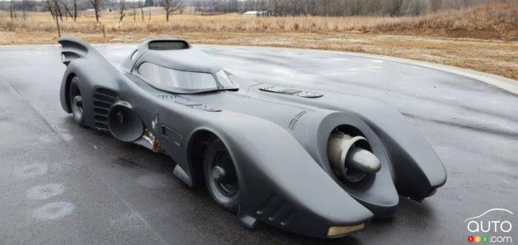 La réplique du Batmobile de Tim Burton, trois quarts avant