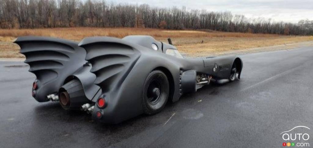 La réplique du Batmobile de Tim Burton, trois quarts arrière