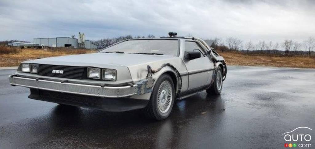 La réplique de la DeLorean de Doc, dans Retour vers le futur, trois quarts avant