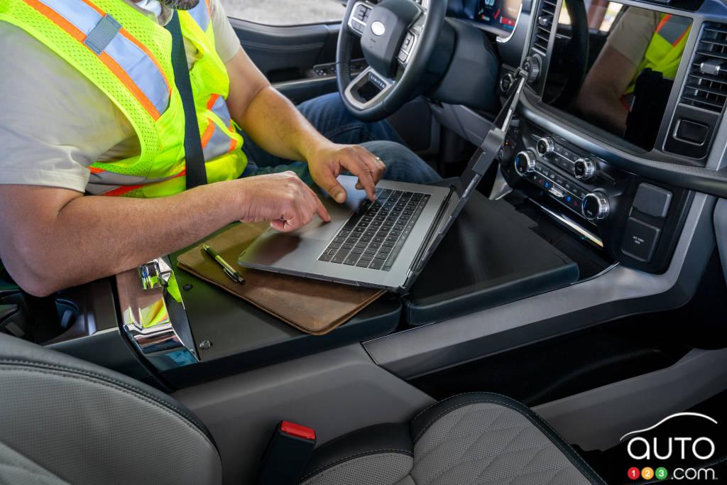 Au travail dans le Ford F-150 hybride