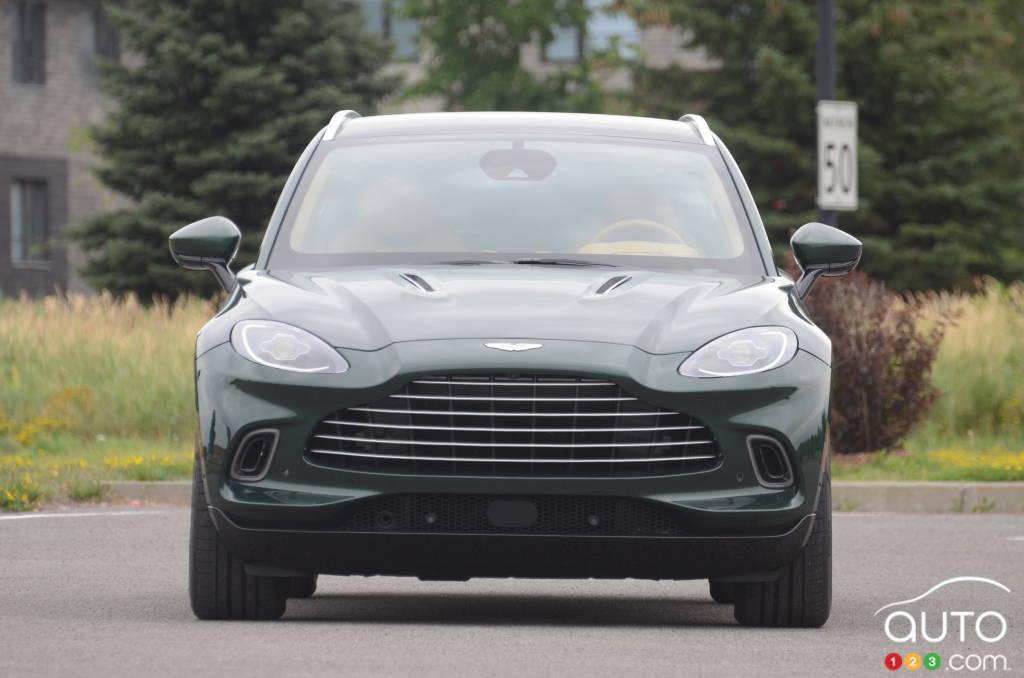 Aston Martin DBX 2021, avant