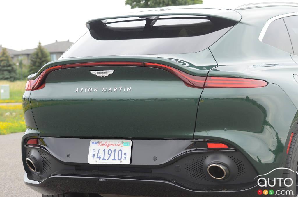 Aston Martin DBX 2021, hayon, tuyaux d'échappement