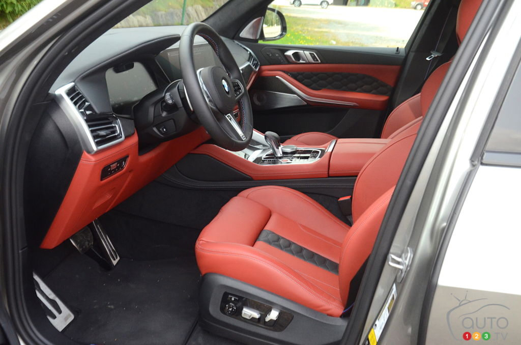 BMW X5 M 2020, sièges