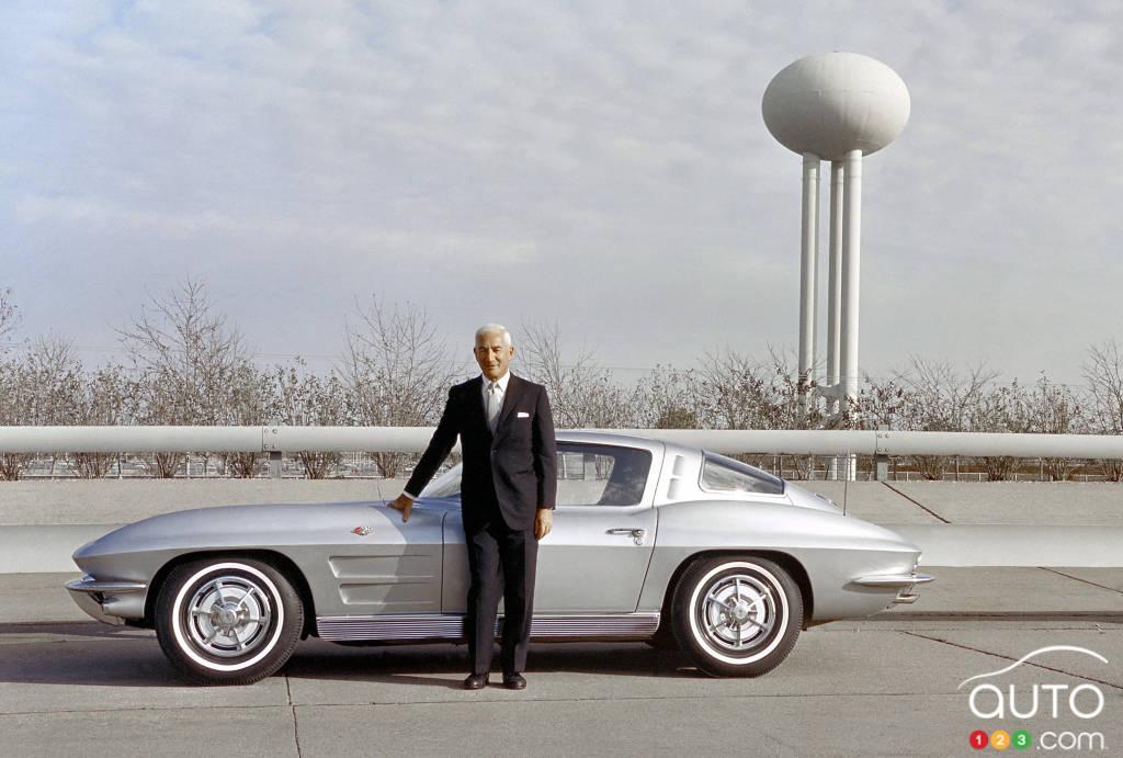 Zora Arkus-Duntov avec la Chevrolet Corvette Sting Ray 1963