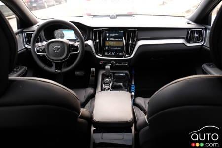 2020 Volvo S60 T8, interior