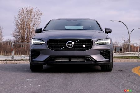 2020 Volvo S60 T8, headlights