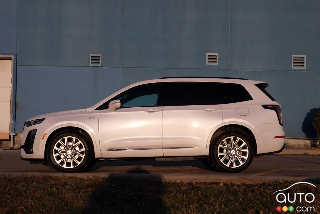 Cadillac XT6 2020, de profil