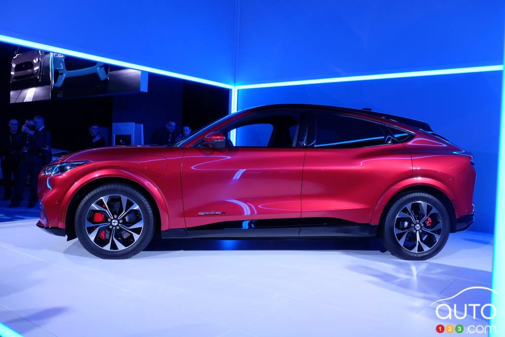 Ford Mustang Mach-E 2021, profil