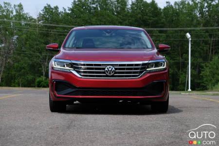 2020 Volkswagen Passat, front