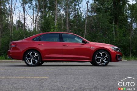 2020 Volkswagen Passat, profile