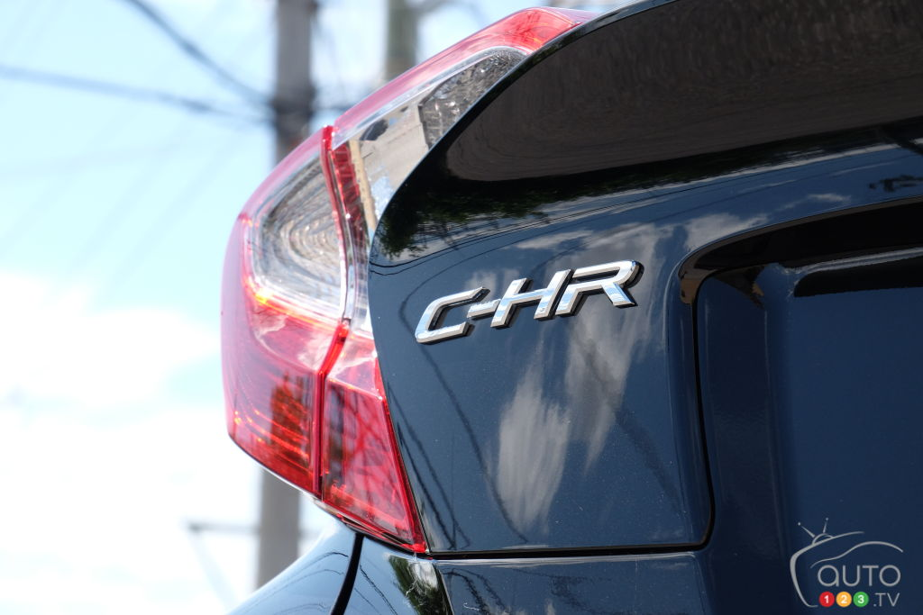 Toyota C-HR 2020, nom, feux arrière