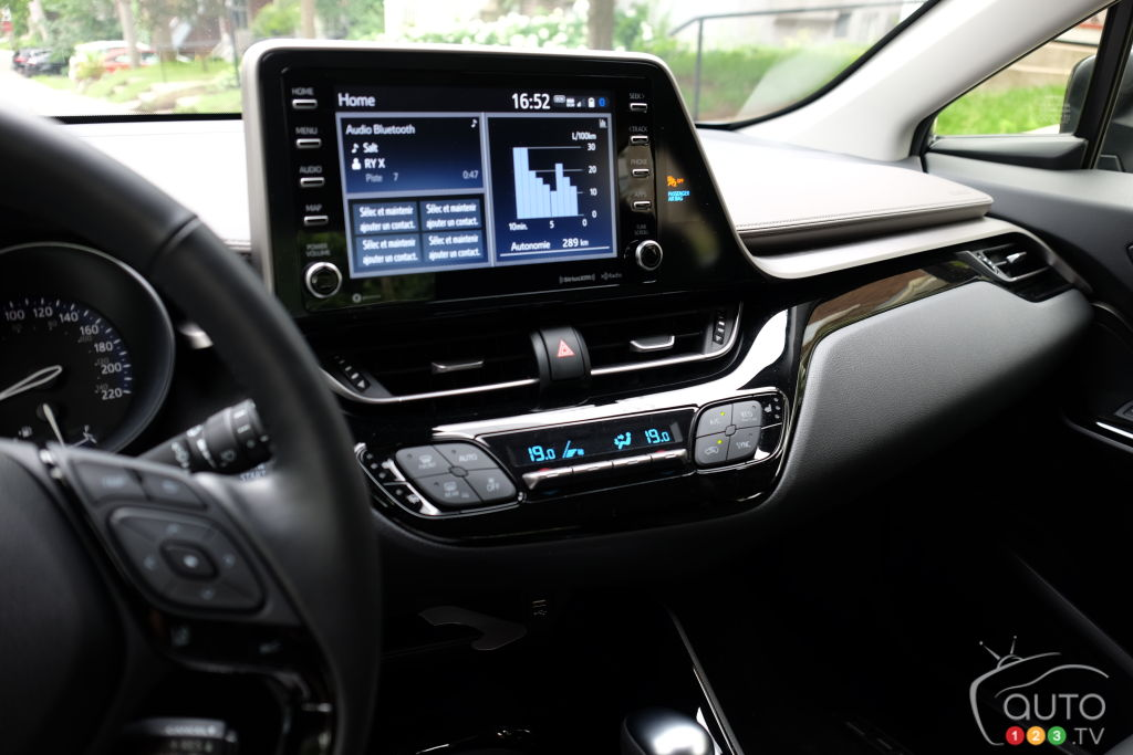 Toyota C-HR 2020, console central
