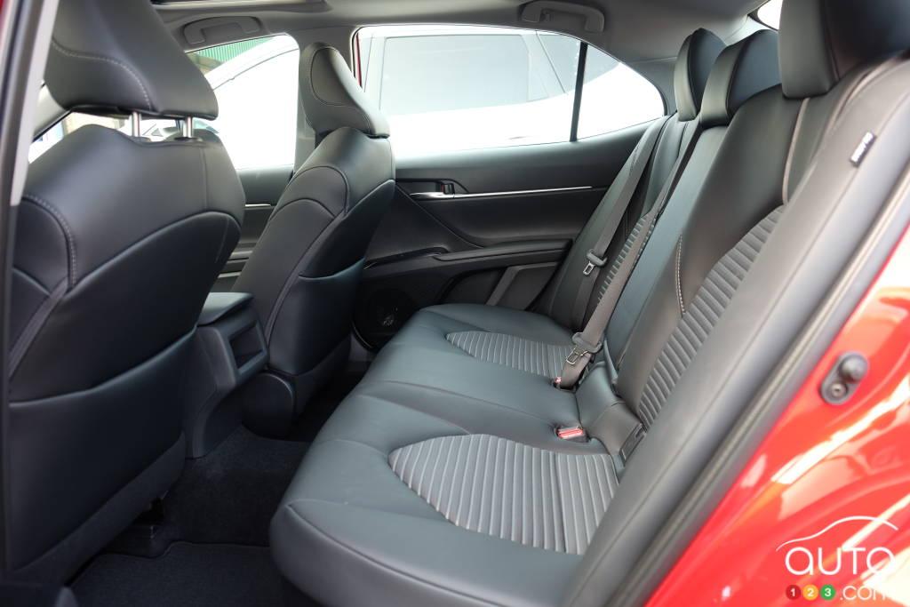 Toyota Camry hybride, deuxième rangée de sièges