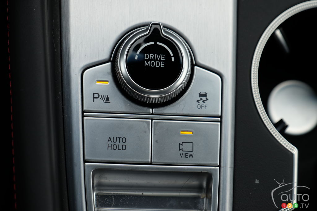 Genesis G70 2021, intérieur, bouton modes de conduite