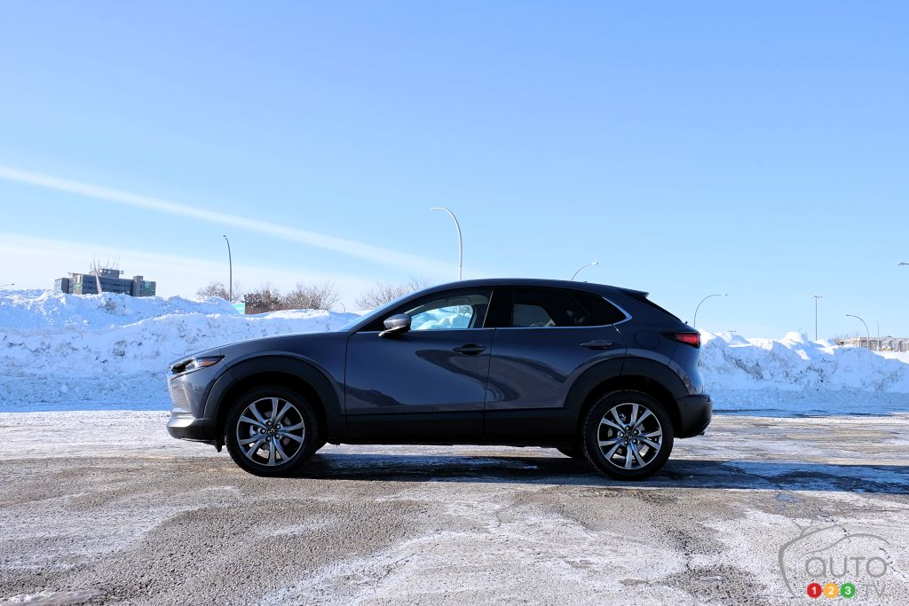 Mazda CX-30 2021, profil