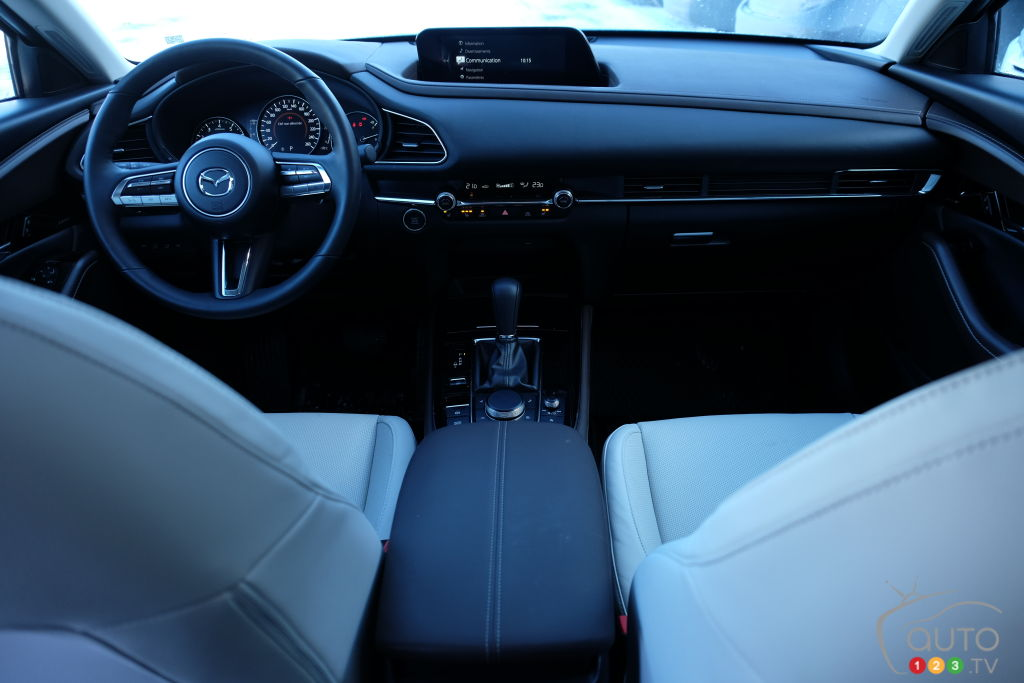 Mazda CX-30 2021, intérieur