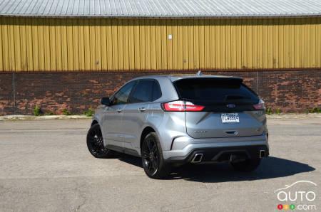 2020 Ford Edge ST, three-quarters rear