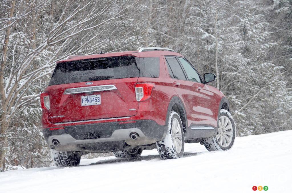 Ford Explorer hybride 2021, trois quarts arrière