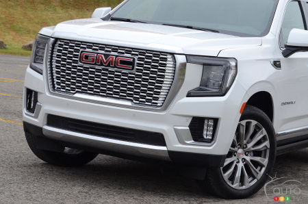2021 GMC Yukon, front grille