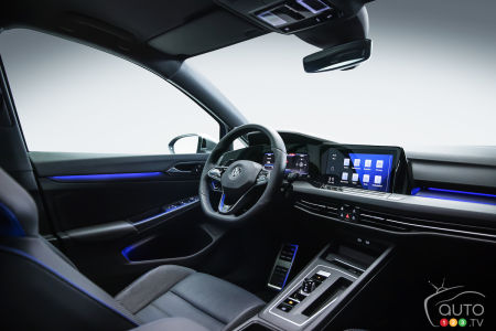 2022 Volkswagen Golf R, interior