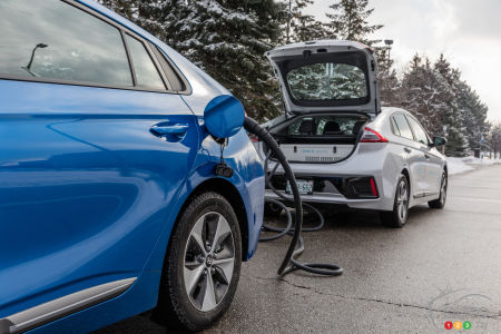 Hyundai Kona Accent 5 Door And Charge Here In Montreal