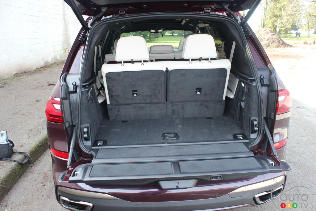 BMW X7 M50i 2020, coffre, 3e rangée pliée