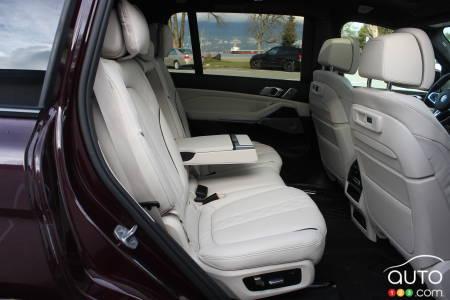 2020 BMW X7 M50i, 2nd row