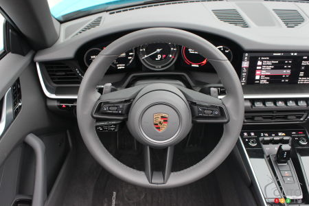 2020 Porsche 911 Carrera S, steering wheel