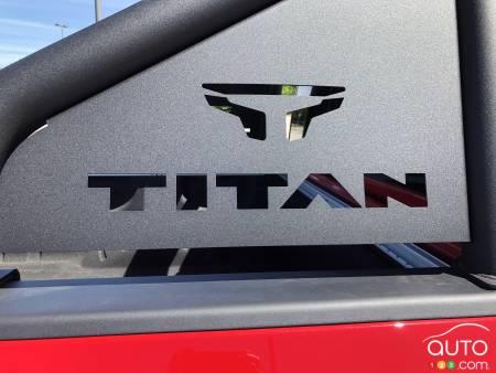 2020 Nissan Titan PRO-4X, badge