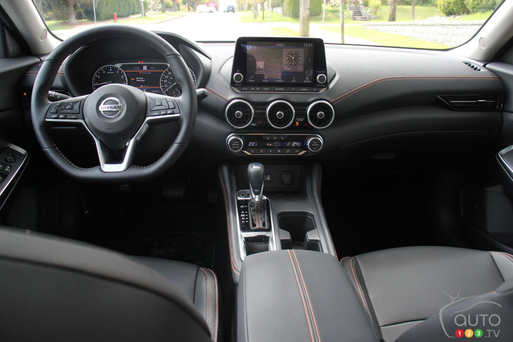 Nissan Sentra 2020, intérieur