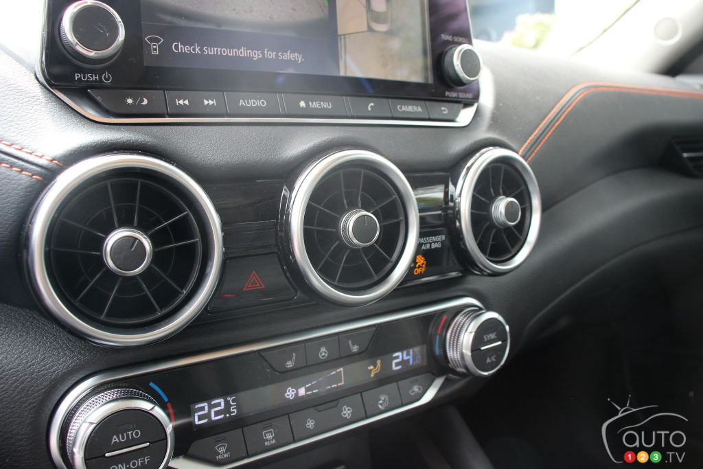 Nissan Sentra 2020, console centrale