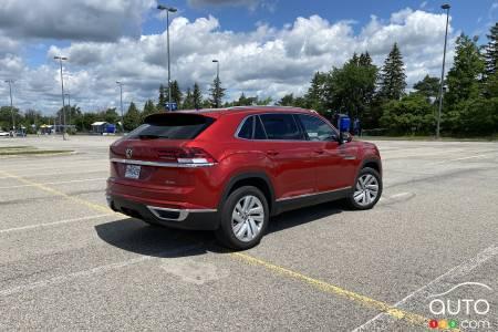 2020 Volkswagen Atlas Cross Sport, three-quarters rear
