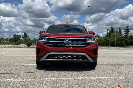 2020 Volkswagen Atlas Cross Sport, front