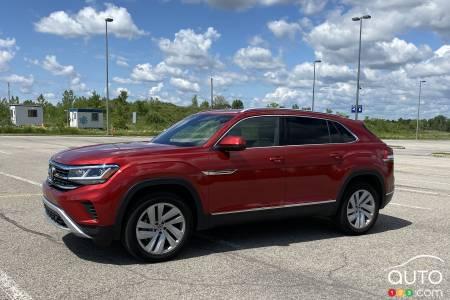 2020 Volkswagen Atlas Cross Sport, three-quarters front