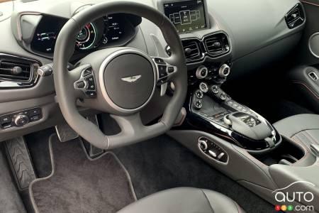 2020 Aston Martin Vantage, interior