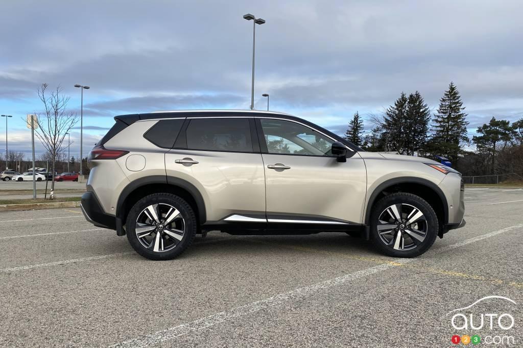 2021 Nissan Rogue Platinum, profile