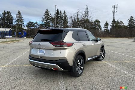 2021 Nissan Rogue Platinum, three-quarters rear