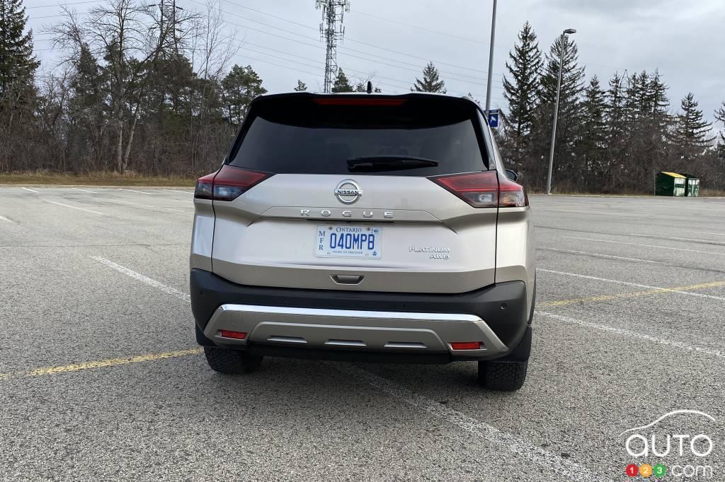 Nissan Rogue Platinum 2021, arrière