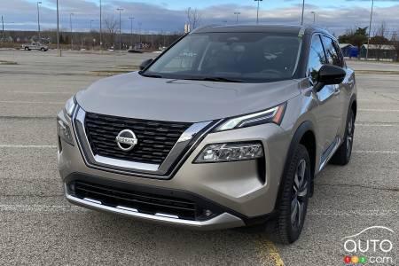 2021 Nissan Rogue Platinum, front grille