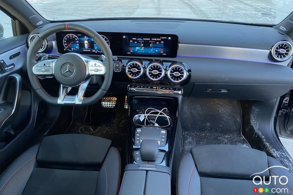 Mercedes-Benz A35 AMG 5 portes 2021, intérieur