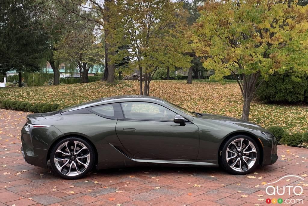 Lexus LC 500 2021, profil