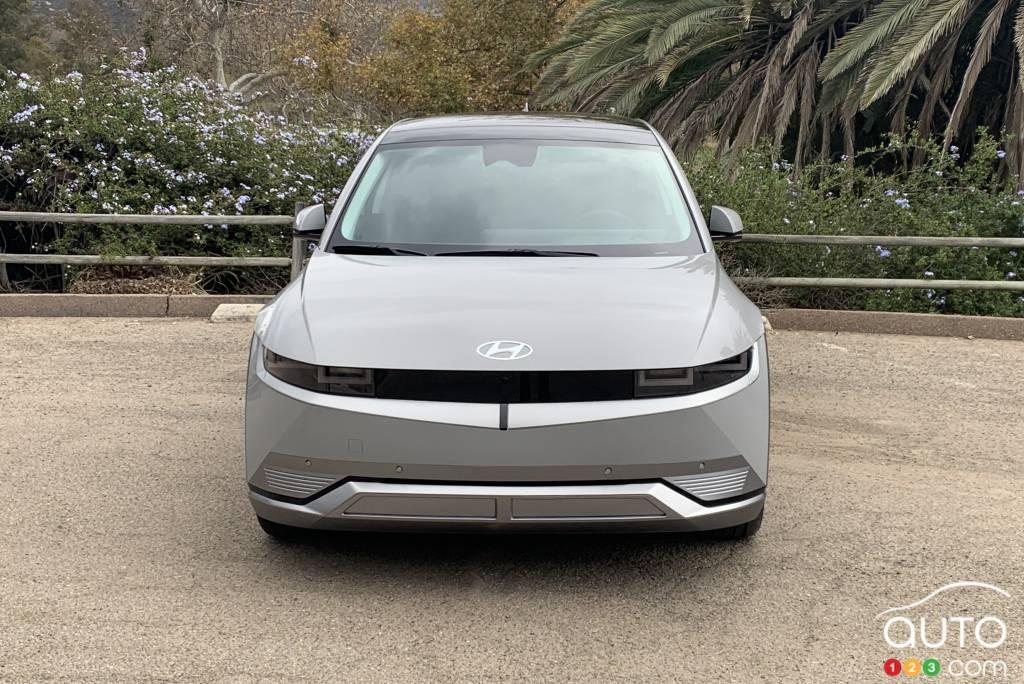 Toyota RAV4 hybride 2021, trois quarts arrière
