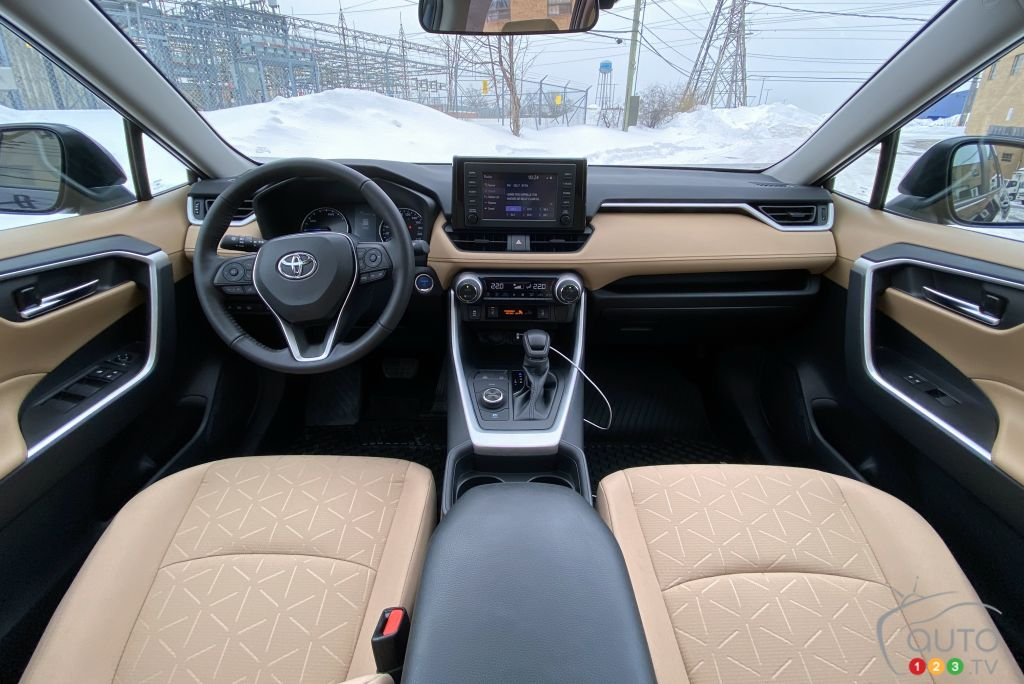 Toyota RAV4 hybride 2021, intérieur
