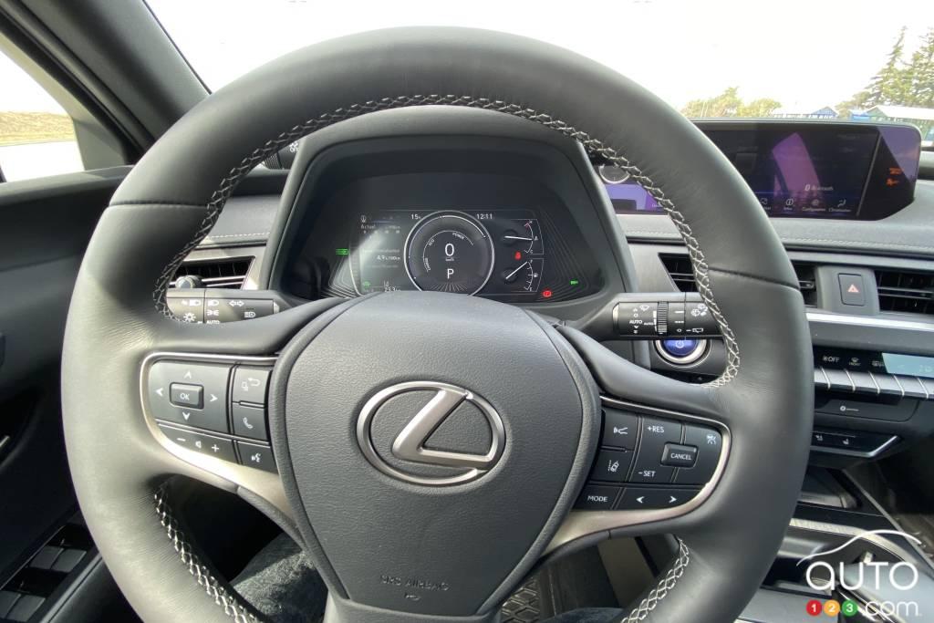 Lexus UX 250h 2021, volant