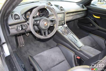 2020 Porsche 718 Cayman GT4, interior