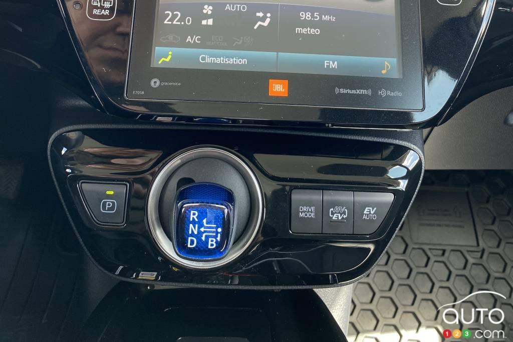Toyota Prius Prime 2021, levier de vitesses, écran