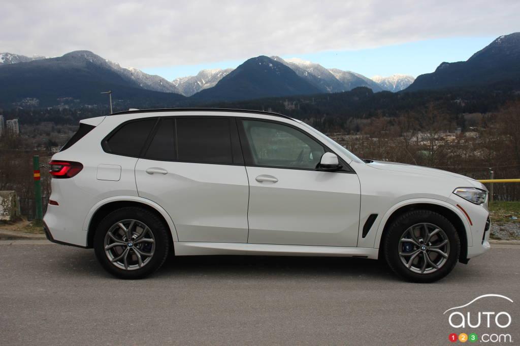 BMW X5 xDrive45e PHEV 2021, profil