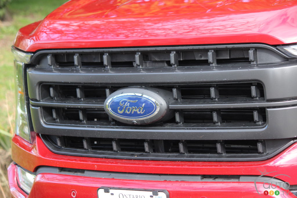 Ford F-150 PowerBoost 2021, calandre