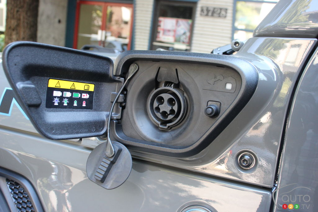 Jeep Wrangler 4xe 2021, port de chargement