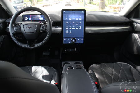 Ford Mustang Mach-E 2021, édition California Route 1, intérieur
